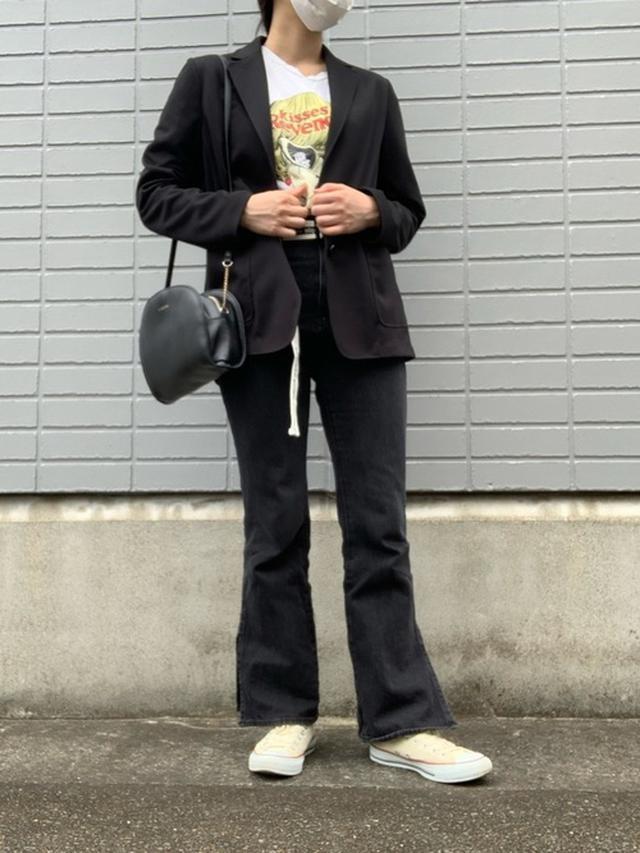画像: 【ユニクロ】WOMEN ソフトジャージージャケット¥6,589(税込み)【GU】デニムパンツ【CONVERSE】コンバース オール スター オックス¥6,380(税込み)【SHEIN】プリントTシャツ 出典:WEAR