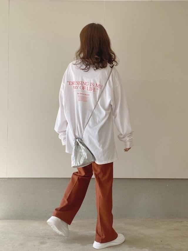 画像: 【Kastane】トップス¥4,840(税込)【WHO'S WHO gallery】バッグ¥5,390(税込)【apres jour mignon】バッグ¥2,995(税込) 出典:WEAR