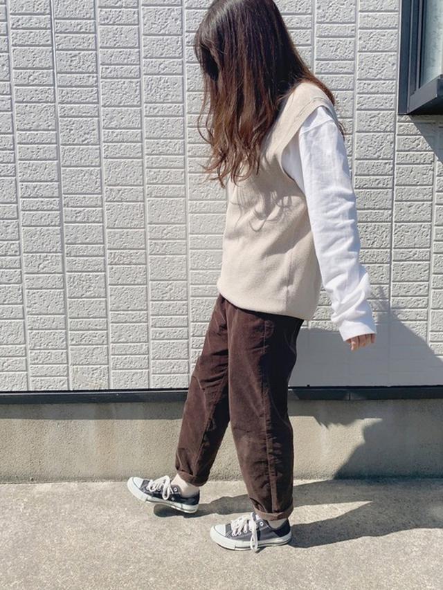 画像: 【UNIQLO】カットソー¥2,189(税込)【CONVERSE】スニーカー¥6,380(税込)【GU】パンツ¥1,859(税込) 出典:WEAR