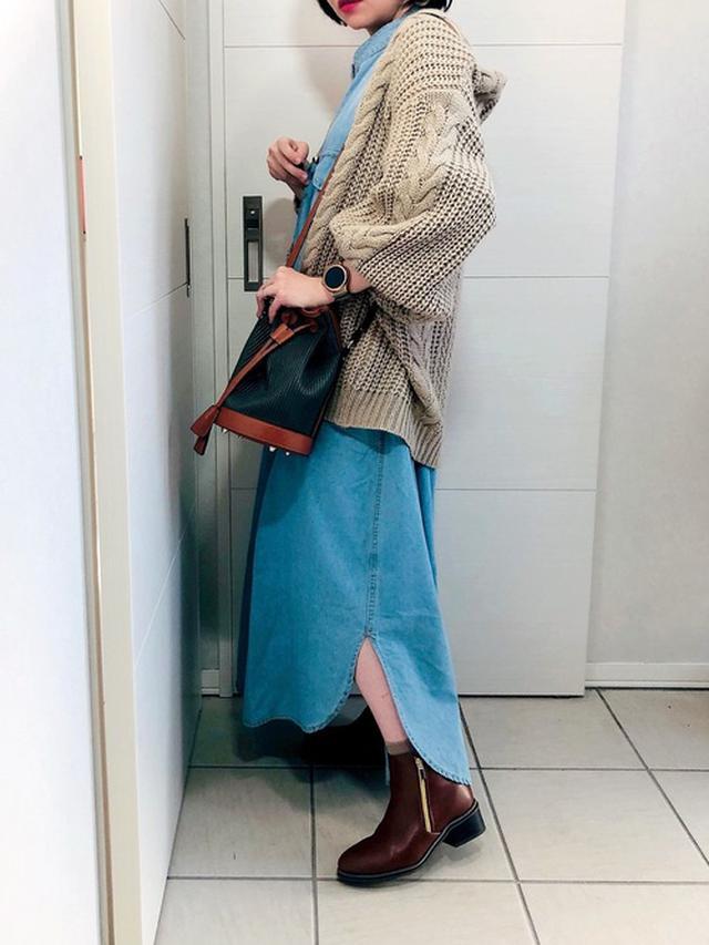 画像: 【SUGAR BISKET】ワンピース¥4,960(税込)【Doux archives】カーディガン¥9,790(税込)【PLAIN CLOTHING】バッグ¥8,140(税込) 出典:WEAR