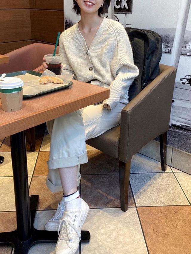 画像: 【無印良品】スニーカー【GU】ニットカーディガン 出典:WEAR