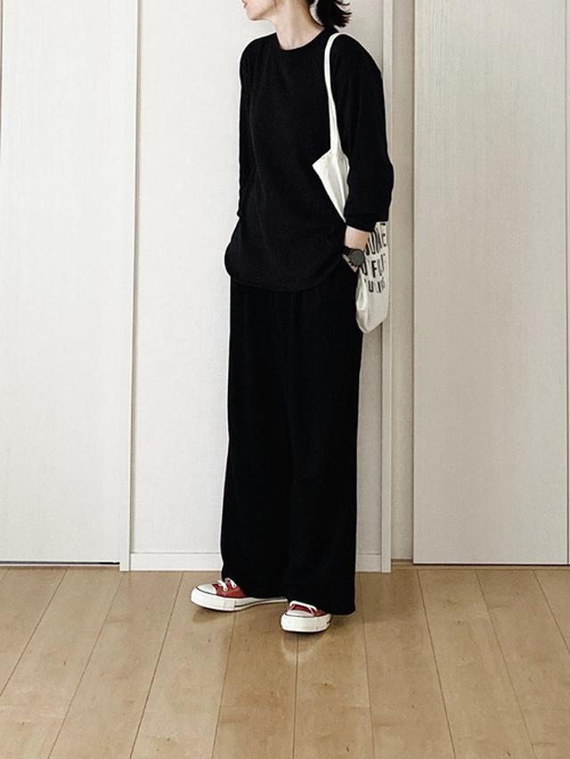 画像: 【UNIQLO】クルーネックT¥1,650(税込)ワイドパンツ平均価格¥2,000~【CONVERSE】スニーカー¥7,700(税込) 出典:WEAR