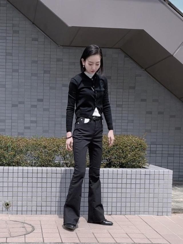 画像: 【Vivienne Westwood】ニットカーディガン【open the door】デニムパンツ【ユニクロ】3Dエクストラファインメリノリブモックネックセーター(長袖)¥1,419(税込み) 出典:WEAR