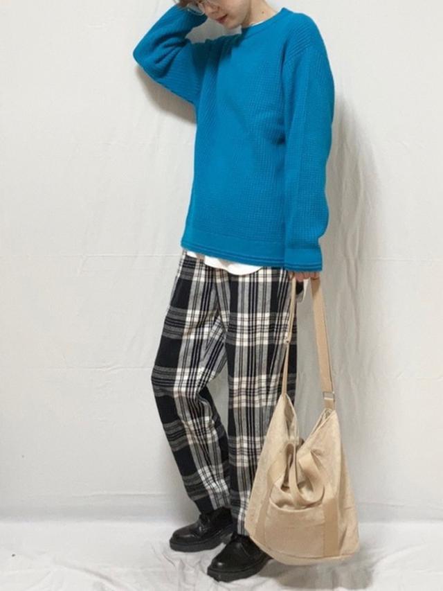 画像: 【GU】ワッフルクルーネックセーター ¥1,089(税込) フランネルシェフパンツ ¥1,859(税込) オックスフォードシューズ ¥2,739(税込) 出典:WEAR