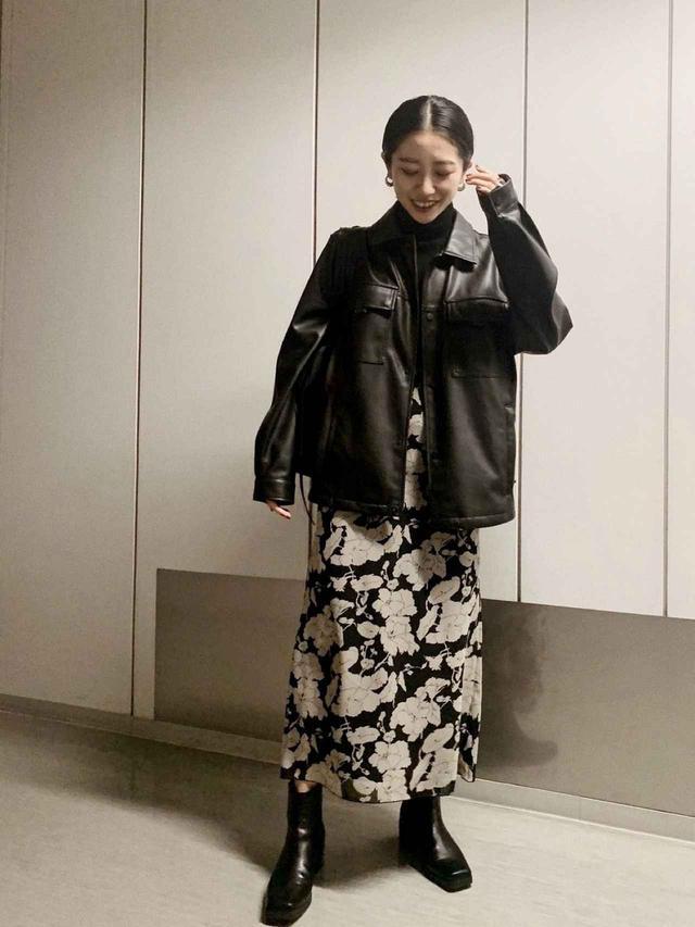 画像: 【ZARA】レザー風ジャケット平均価格 ¥5,990~【TODAYFUL】スカート¥14,850(税込)【Ungrid】ブーツ¥15,400(税込) 出典:WEAR