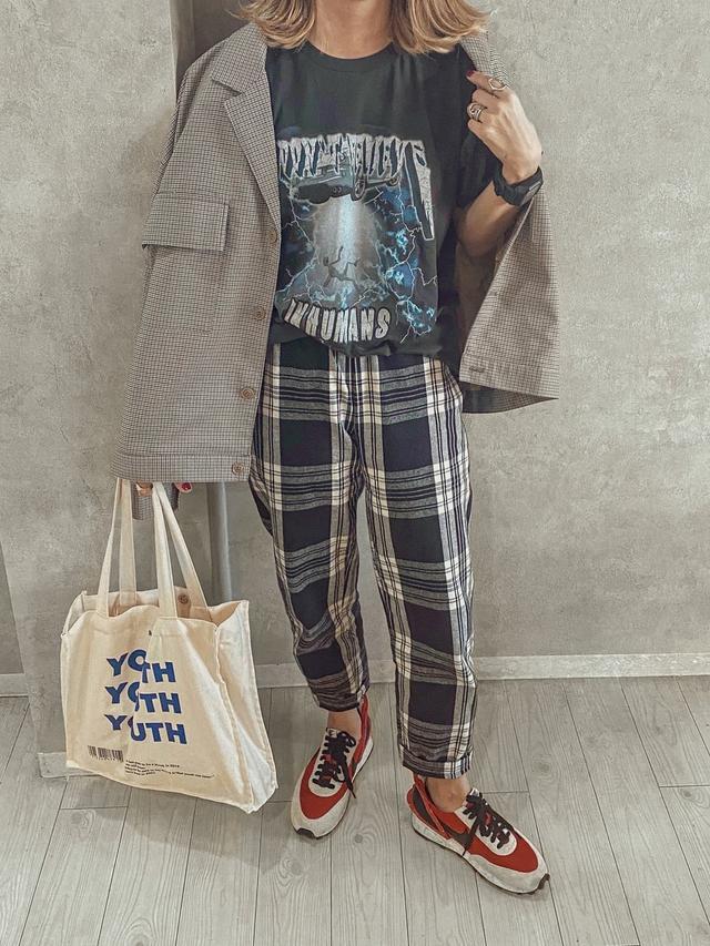画像: 【GU】パンツ平均価格¥2,000〜【Not So Ape】Tシャツ¥6,500(税込)【Starting Over】ブルゾン¥9,900(税込)【NIXON】腕時計¥23,100(税込)【参考商品】スニーカー 出典:WEAR