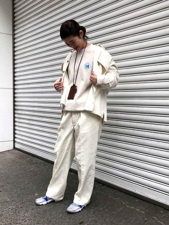 画像: 【JUNRed】シャツ¥7,590(税込)【NIKE】サンダル¥10,450(税込) 出典:WEAR