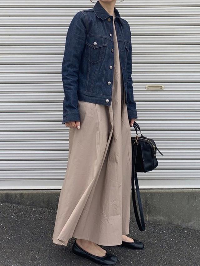 画像: 【HYKE】デニムジャケット平均価格¥30,000~【titivate】ワンピース¥4,389(税込) 出典:WEAR
