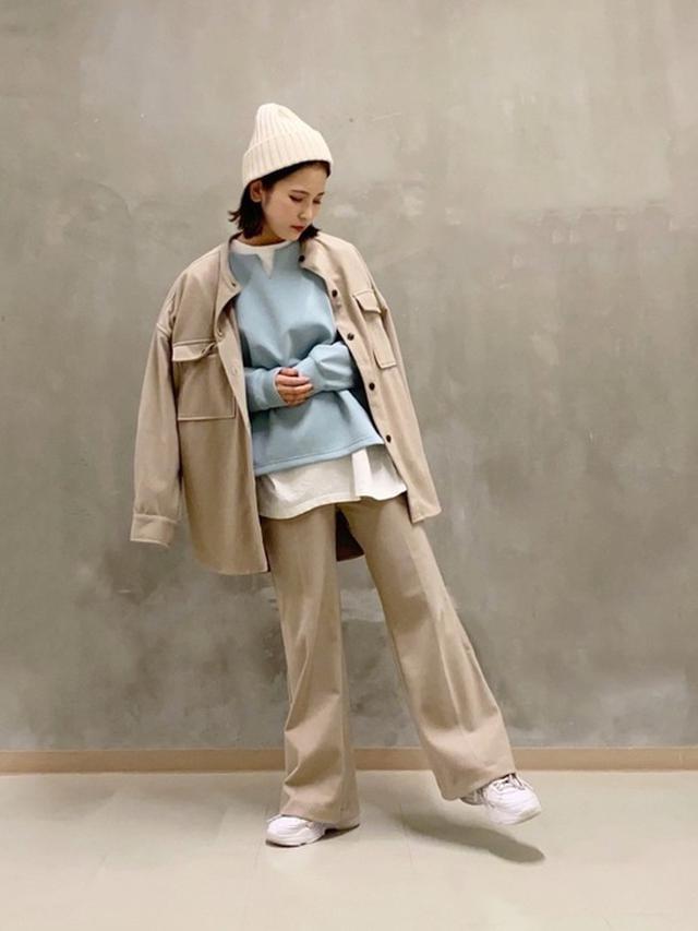 画像: 【THE SHOP TK】ニットソーCPOジャケットシャツ¥5,489(税込み)カットソーイージーフレアパンツ¥4,389(税込み)ダンボールキーネックトップス¥3,190(税込み) 出典:WEAR
