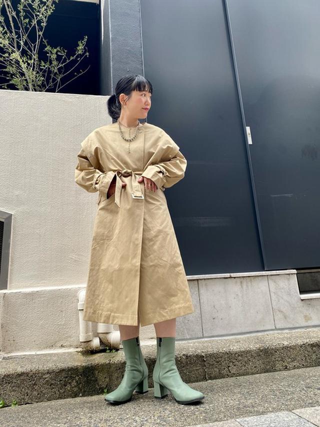 画像: 【Kastane】トレンチコート¥16,500(税込)ブーツ¥8,690(税込) 出典:WEAR