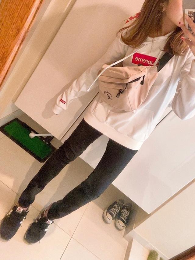 画像: 【KANGOL】ボディバッグ¥3,949(税込)【H&M】ボトムス¥2,499(税込)【New Balance】スニーカー¥10,230(税込) 出典:WEAR