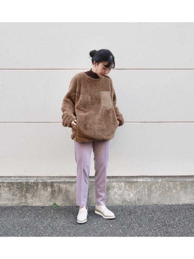 画像: 【ユニクロ】フリースプルオーバー ¥2,189(税込)パンツ 平均価格¥4,000〜【COLONY 2139】ローファー¥4,944(税込) 出典:WEAR