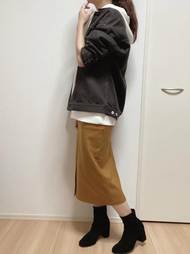 画像: 【SHIPS】ジャケット¥18,920(税込)【GU】スカート【UNIQLO】パーカー平均価格¥3,000~ブーツ 出典:WEAR