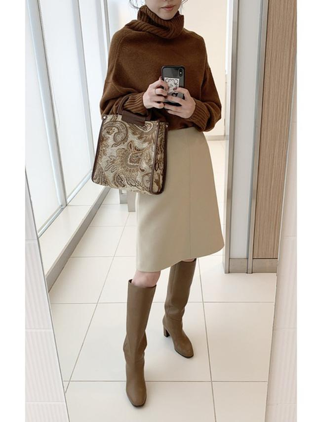画像: 【IENA】タートルネック¥19,800(税込)スカート平均価格¥20,000~【Le Talon】ブーツ¥15,400(税込) 出典:WEAR