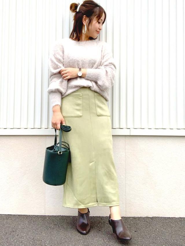 画像: 【GU】スエードタッチナローミディスカート ¥2,189(税込) ニット平均価格 ¥2,000~ 出典:WEAR