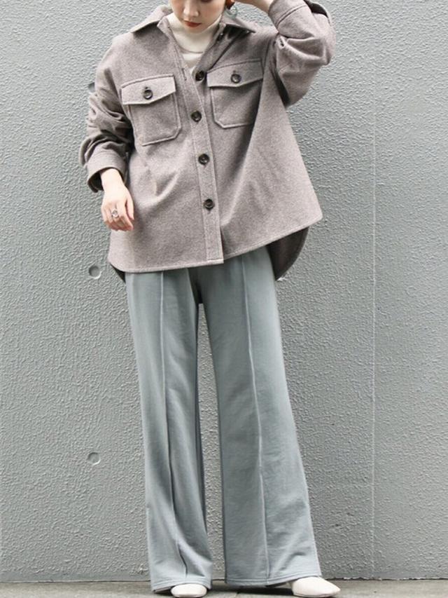 画像: 【LAVEANGE】ミニ起毛 センタープレスフレアパンツ ¥3,960(税込) ウールライクカバーオール ¥5,940(税込) 出典:WEAR
