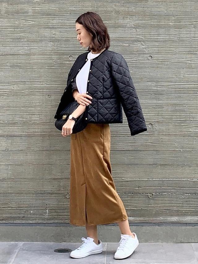 画像: 【GU】スエードタッチナローミディスカート ¥2,189(税込) 【Traditional Weatherwear】ARKLEY ¥25,300(税込) 【PUMA】PUMA UP PERF ¥5,390(税込) 出典:WEAR
