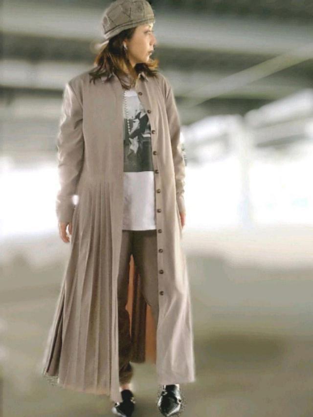 画像: 【ZARA】ワンピース平均価格¥12,000〜 パンツ平均価格¥10,000〜【AMERI】Tシャツ¥11,110(税込)ネックレス¥12,100(税込) 出典:WEAR