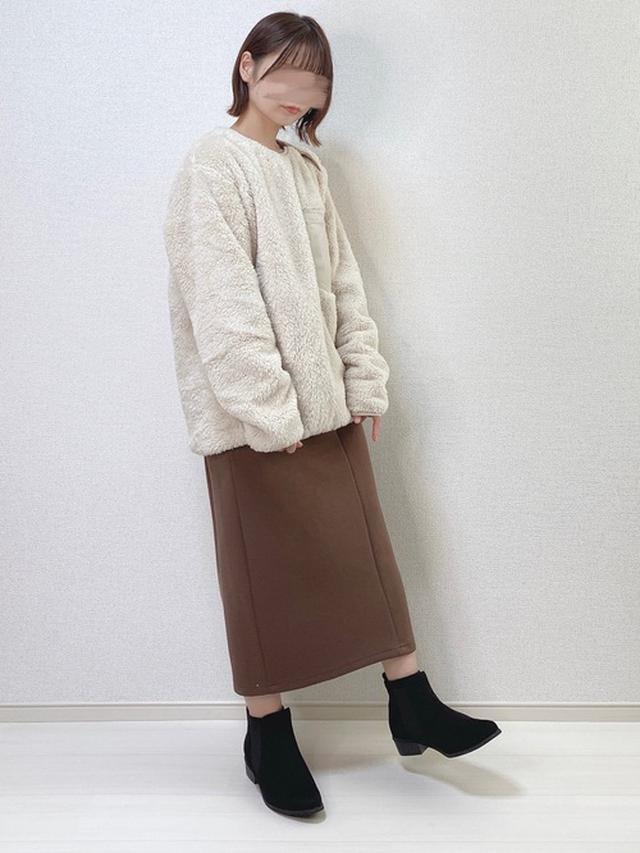 画像: 【ユニクロ】フリース平均価格¥3,000~ 【natural couture】スカート¥4,290(税込)【shopnikoniko】ブーツ¥4,389(税込) 出典:WEAR