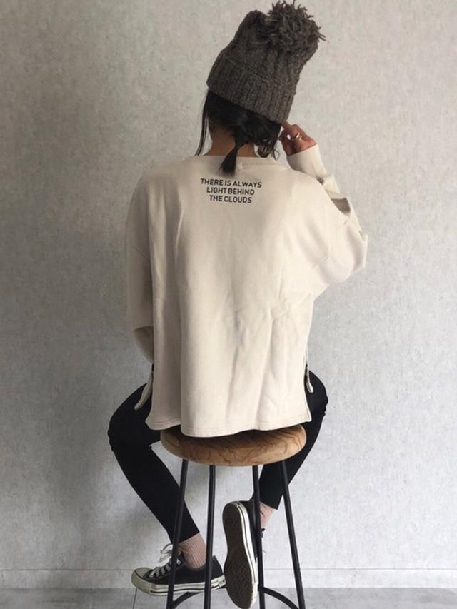 画像: 【copine】スウェット¥4,950(税込)パンツ¥2,750(税込)【CONVERSE】スニーカー¥6,380(税込)【14+】ニット帽¥3,565(税込) 出典:WEAR