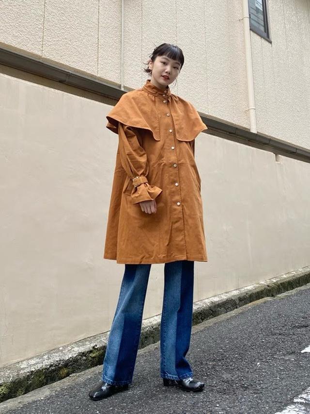 画像: 【Kastane】ケープ付きトレンチコート ¥15,400(税込) 出典:WEAR