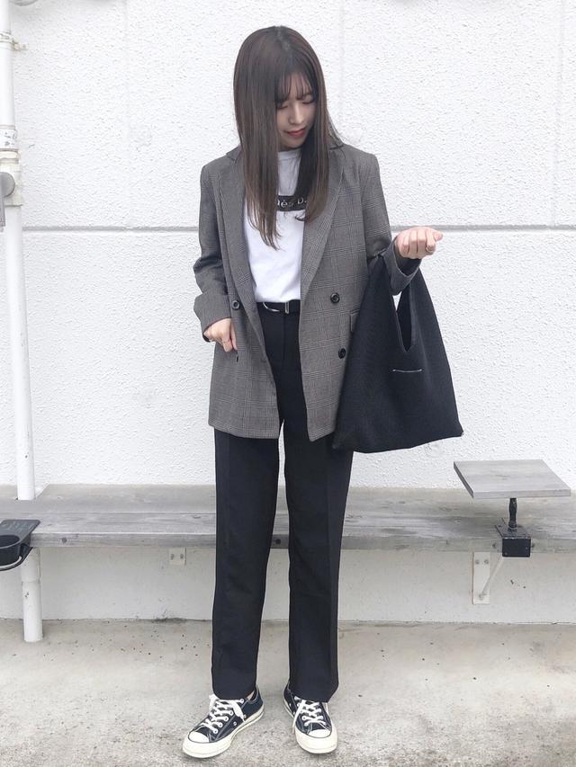 画像: 【GU】テーラードジャケット平均価格¥4,000~【agnes b.】Tシャツ¥8,800(税込)【chuclla】パンツ¥7,990(税込) 出典:WEAR