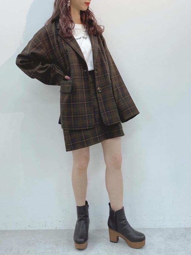 画像: 【one after another NICE CLAUP】ジャケット ¥6,490(税込)スカート ¥4,290(税込) 出典:WEAR