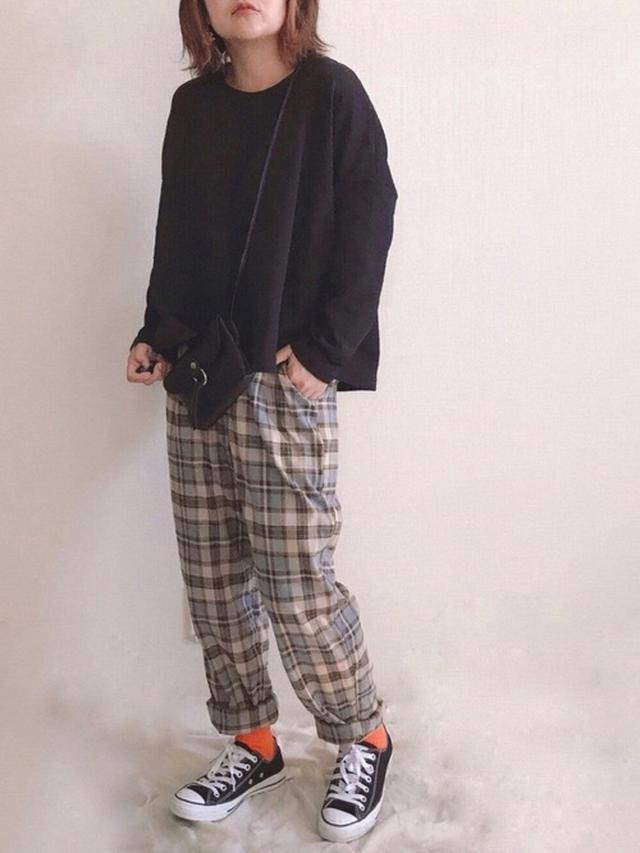 画像: 【antiqua】パンツ¥4,950(税込)【WEGO】ソックス¥330(税込)【CONVERSE】スニーカー¥6,380(税込) 出典:WEAR