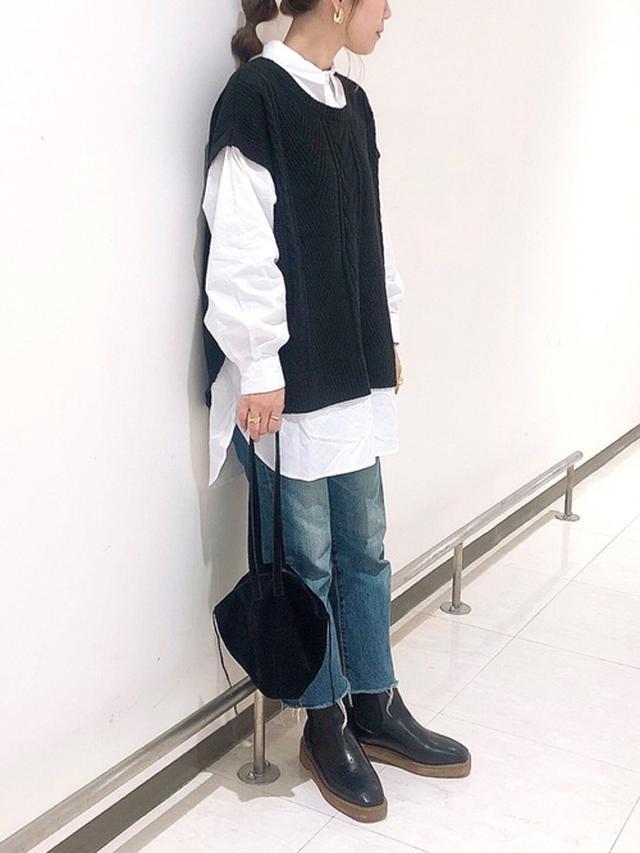画像: 【Newlyme】ニット¥4,590(税込)【Shizone】デニムパンツ¥19,800(税込)【SESTO】ブーツ¥4,998(税込) 出典:WEAR