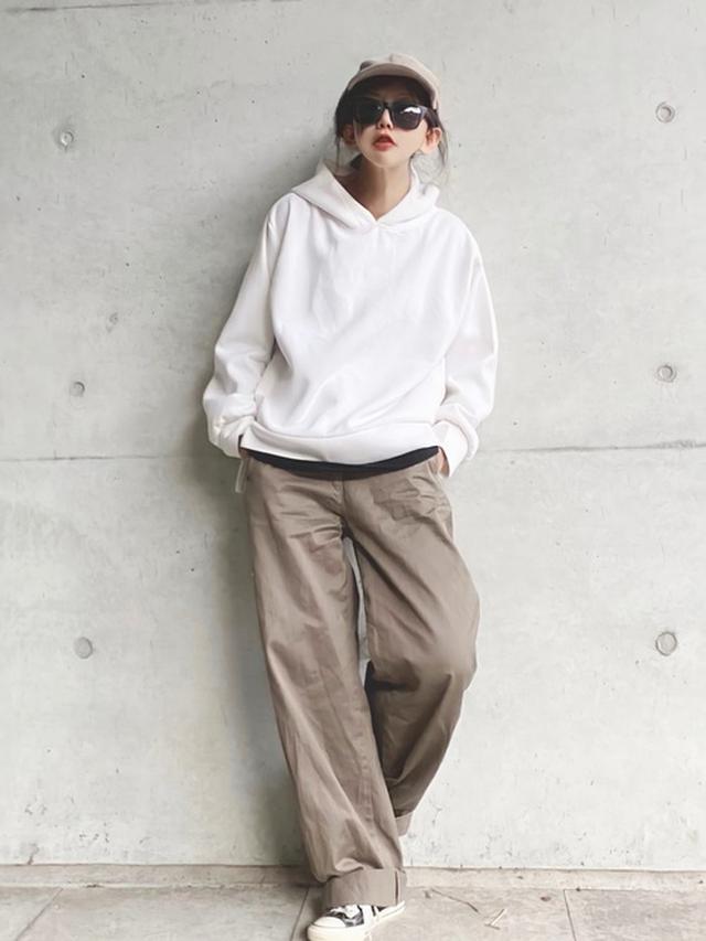 画像: 【Ambre Neige】パーカー¥4,290(税込)【UNIQLO】パンツ¥4,389(税込) 出典:WEAR