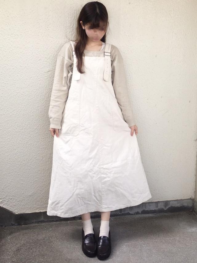 画像: 【CIAOPANIC TYPY】ニット¥2,200(税込)【RETRO GIRL】ジャンパースカート平均価格¥4,290〜(税込)【w closet】タンクトップ¥1,650(税込) 出典:WEAR