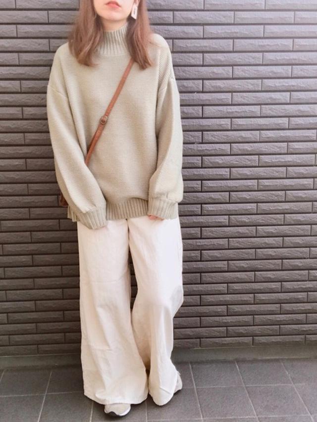 画像: 【参考商品】パンツ¥2,189(税込)【INGNI】ニット¥4,290(税込)【New Balance】スニーカー¥15,180(税込) 出典:WEAR