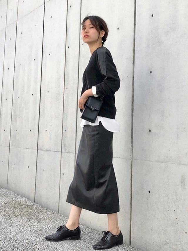 画像: 【ZARA】レザー風スカート平均価格¥5,900〜【ZOZO】シャツ¥3,972(税込) 出典:WEAR