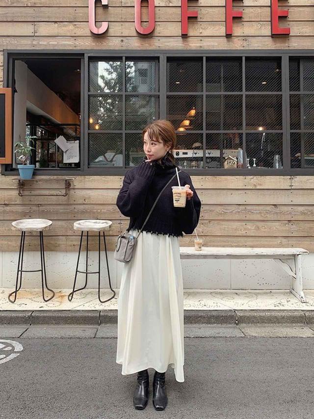画像: 【KBF】ニットSETワンピース ¥9,790(税込) 【SNIDEL】スクエアショートブーツ ¥14,850(税込) 出典:WEAR