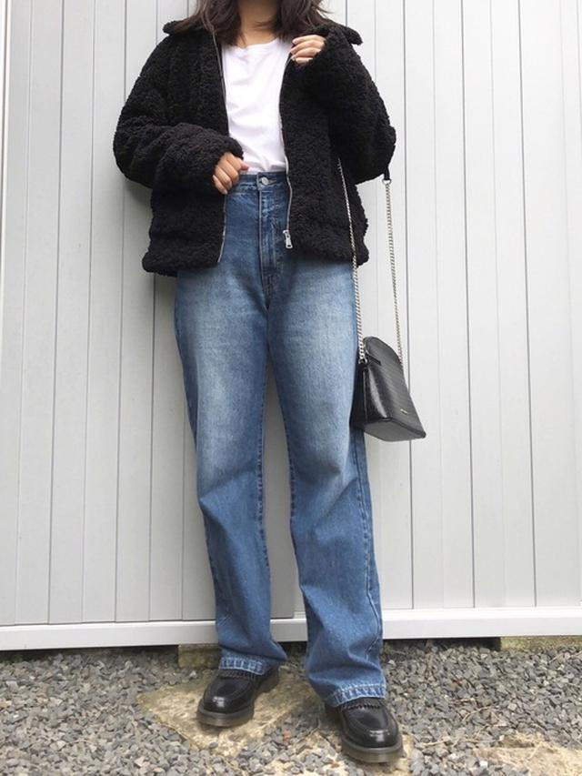 画像: 【ZARA】アウター¥6,990(税込)【PAGEBOY】ジーンズ平均価格¥2,189〜(税込)【Dr.Martens】シューズ¥23,398(税込) 出典:WEAR