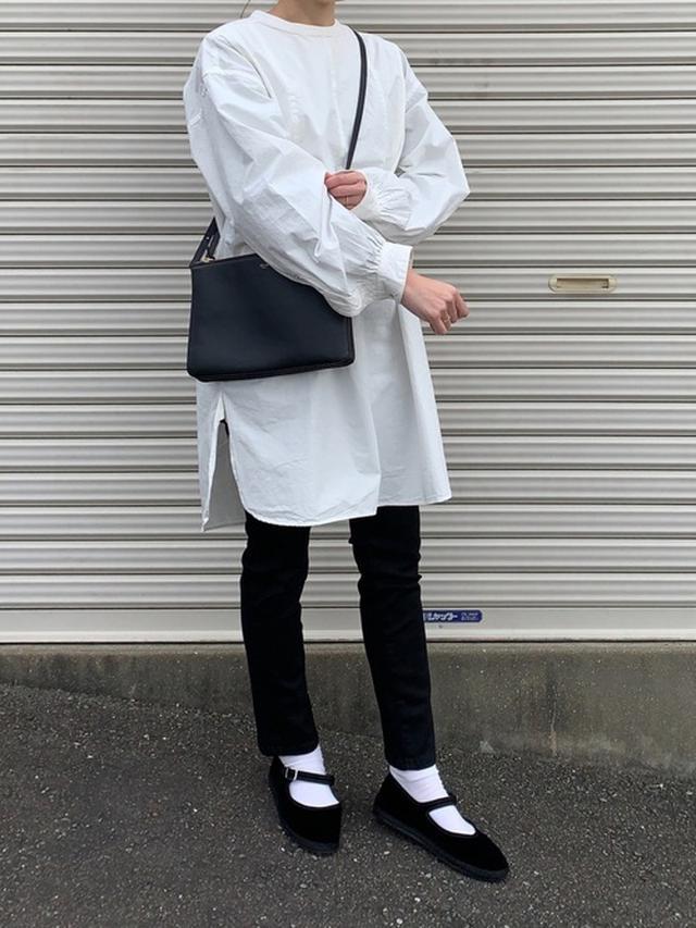 画像: 【TODAYFUL】ドレスシャツ¥14,300(税込)【ユニクロ】スキニー¥4,389(税込)【CELINE】バッグ 出典WEAR