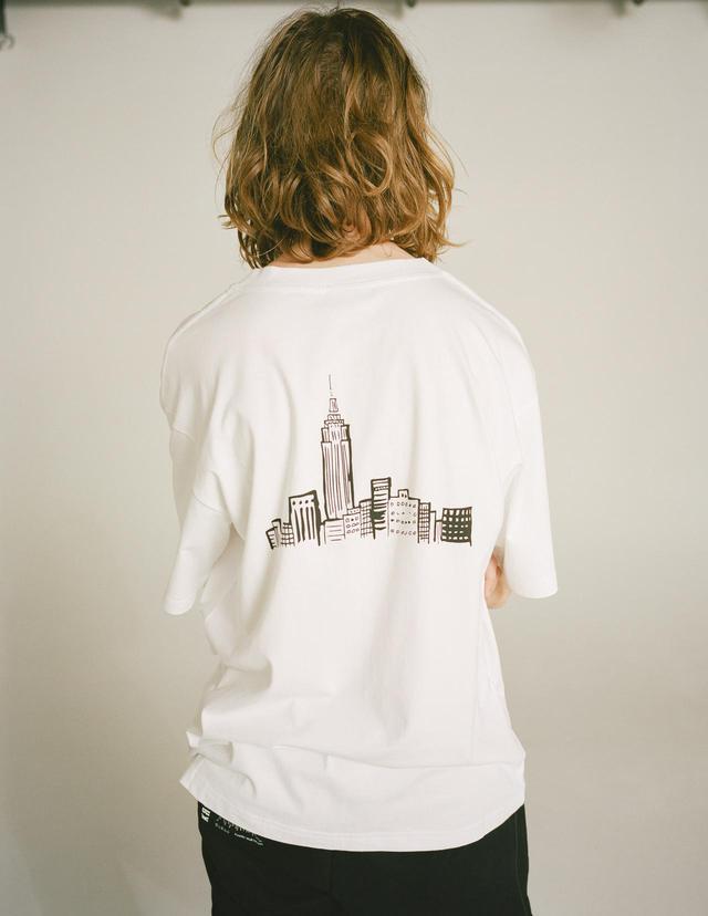 画像: KROST × BARNEYS NEW YORKKROST 限定ロゴ刺繍Tシャツ ¥ 11,000(税込)