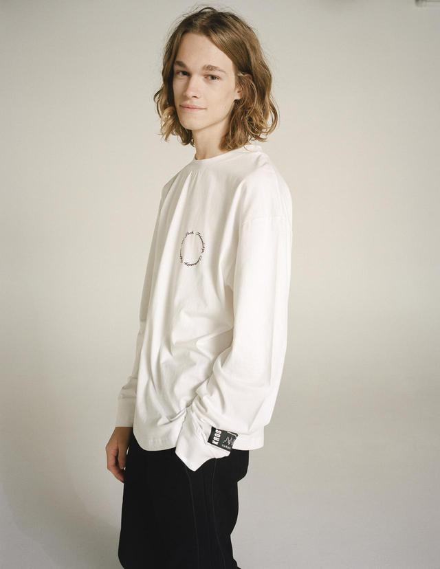 画像2: KROST × BARNEYS NEW YORK 限定ワンポイント刺繍ロングスリーブTシャツ ¥13,200(税込)