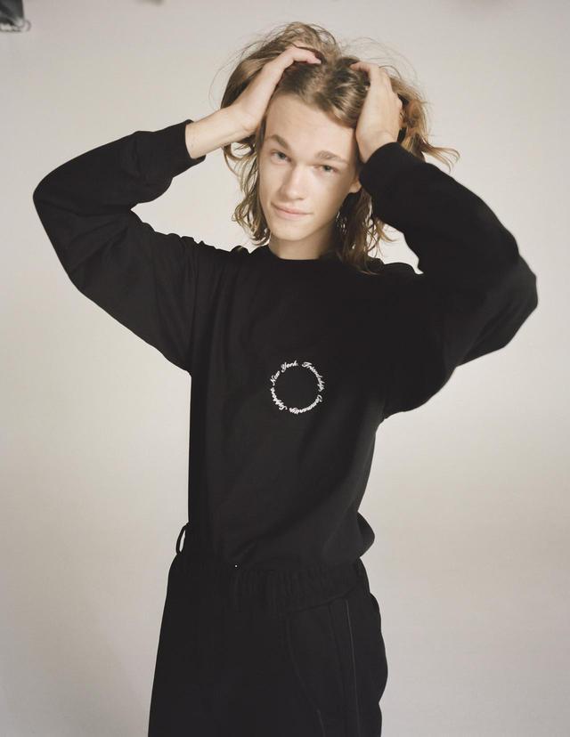 画像1: KROST × BARNEYS NEW YORK 限定ワンポイント刺繍ロングスリーブTシャツ ¥13,200(税込)