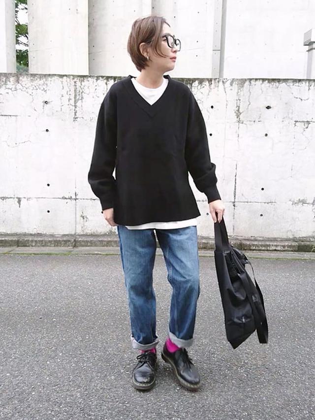 画像: 【ユニクロ】ニット平均価格 ¥3,000~ デニムパンツ平均価格 ¥4,000~ 【BEAMS】Dralon カラーソックス ¥1,320(税込) 出典:WEAR