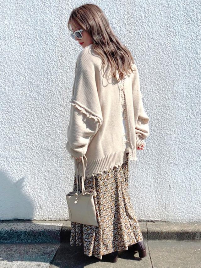 画像: 【forksy】トップス¥4,950【GRL】Tシャツ¥1,120【Ubyspick&span】スカート平均価格¥10,000~【GRL】シューズ¥2,138【MARROW】バッグ¥22,000 出典:WEAR
