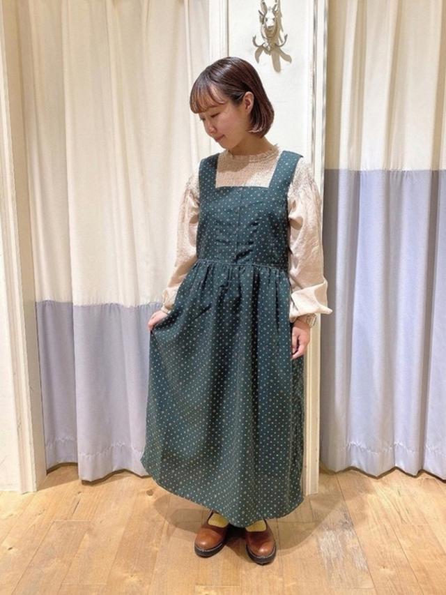 画像: 【ehka sopo】トップス¥4,400【ehka sopo】ジャンパースカート¥5,500【studio CLIP】¥5,489 出典:WEAR