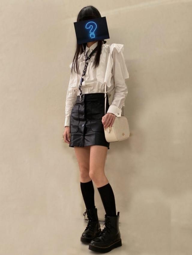 画像: 【しまむら】ブーツ¥2,954(税込)【DIESEL】シャツ¥23,100(税込)【KRYCLOTHING】チョーカー平均価格¥4,000~【Stradivarius】スカート$32【COACH】バッグ平均価格¥20,000~【tutuanna】靴下平均価格¥300~ 出典:WEAR