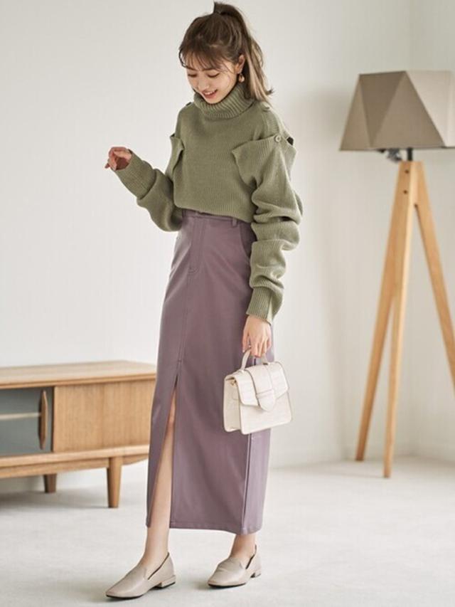画像: 【GRL】エコレザースカート ¥1,833(税込)ニット ¥2,036(税込)シューズ ¥1,120(税込) 出典:WEAR