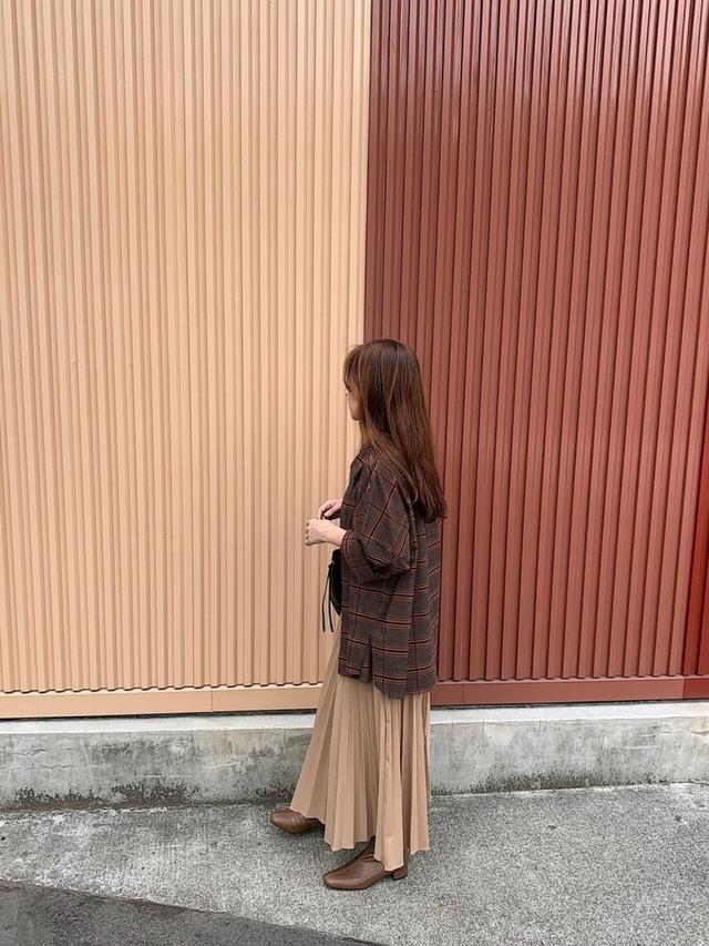 画像: 【ZARA】シャツ平均価格¥6,000〜【menue】ブーツ¥3,999【参考商品】スカート 出典:WEAR