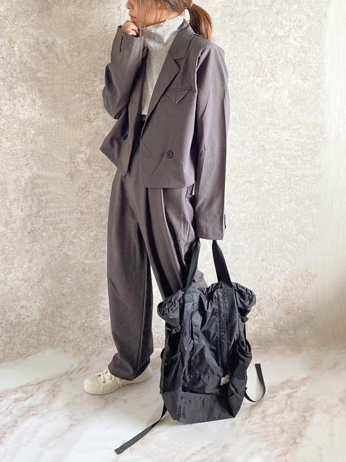 画像: 【ECRIRE】ショートジャケットセットアップ ¥8,690(税込) 【TODAYFUL】MASON's Back Pack ¥10,450(絶対) 【CONVERSE】ALL STAR MILITARY SLIP OX ¥7,150(税込) 出典:WEAR