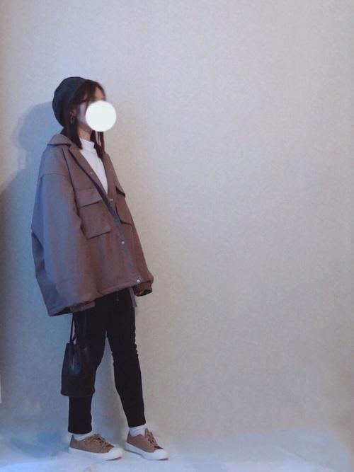 画像: 【GU】ジャケット¥4,389(税込)レギンスパンツ¥429(税込)【fifrh】ハンドバッグ¥2,332(税込) 出典:WEAR