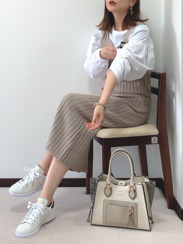 画像: 【Toyome】セットアップ¥5,294(税込)【RODE SKO】バッグ¥8,800(税込)【adidas Originals】スニーカー¥15,400(税込) 出典:WEAR