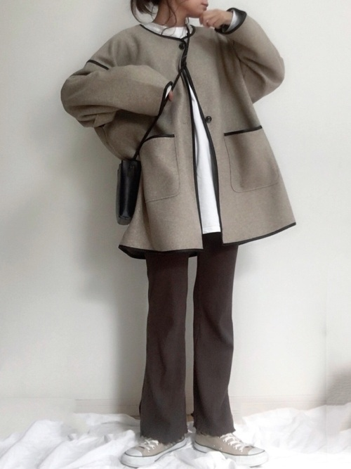 画像: 【tiptop】コート¥4,950(税込)【reca】トップス¥3,300(税込)【SLOBE IENA】スニーカー¥7,150(税込) 出典:WEAR