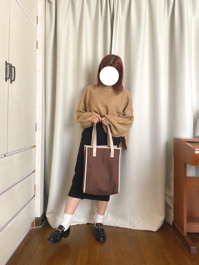 画像: 【classicalelf】ニット¥4,073(税込)【GU】スカート¥1,639(税込)【VANNIE U】バッグ¥2,530(税込)【Shoes in Closet】シューズ¥3,035(税込) 出典:WEAR